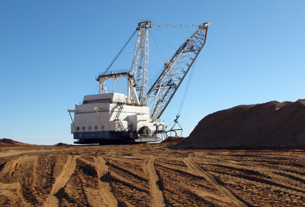 Bucyrus Erie dragline machine which is powered by electicity.