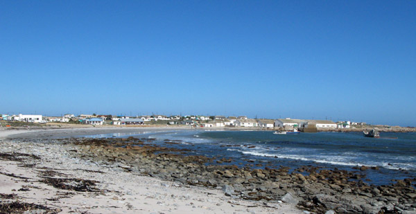 View of Hondeklipbaai across the bay.