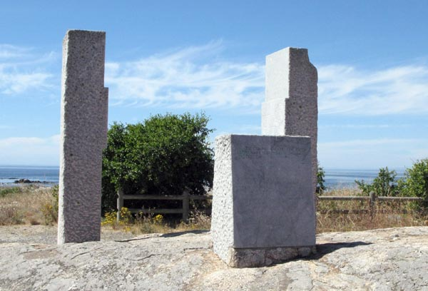 A granite monument to Vasco Da Gama.