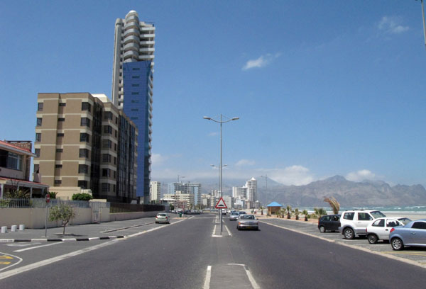 The beach road goes on for km's and has some pretty impressive buildings along the way.