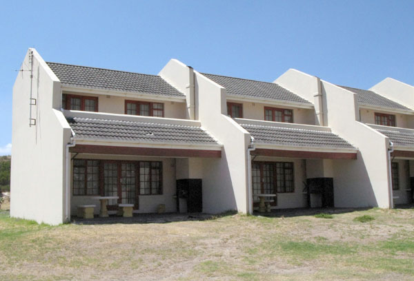 There are some nice looking chalets which range from R850 in peak season to R560 out of season.